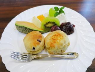 紅茶倶楽部 DADA - スコーンのセットw 2015年の訪店時は500円+税でとても良心的でしたw