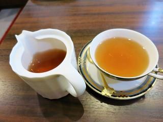 紅茶倶楽部 DADA - ダブルポットサービスですw