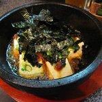 あしびなー - 自家製ラー油で食べるアツアツ石鍋豆腐