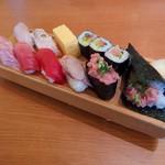 板前寿司  - ランチ鮪握りセット(サラダ、味噌汁付 1,200円)