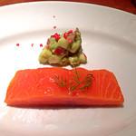 55692576 - ランチコース(1,980円)の前菜:ノルウェー産サーモンのミキュイ。舌触りよくきちんと作ってあります。うまし!