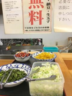 激安食堂 小林屋 - セルフコーナー
