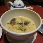 謝朋殿 - [料理] 雲南名菜 8種きのこの特製スープ麺 全景♪w