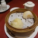 謝朋殿 - [料理] 点心 2種 盛り合わせ 全景♪w (上海小籠包・海老水晶 蒸し餃子)