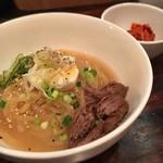 ちるり - 盛岡冷麺ハーフ(太麺) これもうまいし青パパイヤのキムチがまじうまい