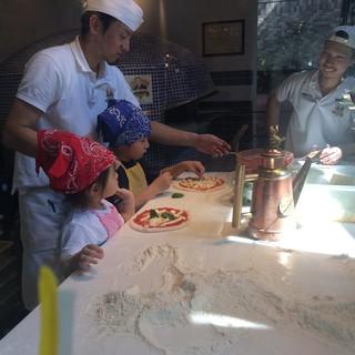 本場イタリア仕込みのピッツァイオーロによるピッツァニア。