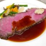 55698117 - 特選国産牛のローストビーフ 温野菜と西洋山葵 和風ソース
