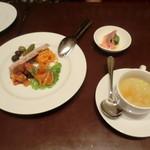 55698536 - ②リオンの前菜盛り合わせ、①スープ、本日の小皿