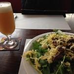 BIER HOFF - 料理写真:Weizenとサラダ