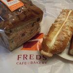 フレッズカフェ - レーズンとくるみ畑(食パン)と2種類