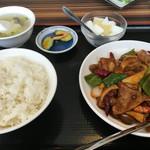 王記酒家 - 牛肉としめじの辛味炒め(920円)