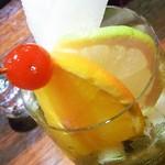 Bar Agit - 中に入ってる角切りの梨をゴリゴリ潰しながら