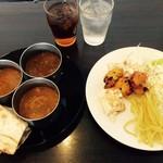 ムガルキッチン - 今日のカレーと副菜、ドリンク