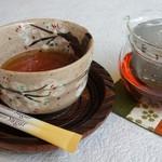 かん川本舗 - 紅茶 ¥400
