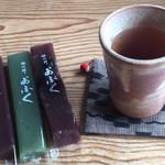 おほげつ - 小豆、よもぎ、黒豆。3本で計276円(*^^*)お茶♪ほっこりゆっくりしました。