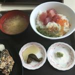 55709138 - 魚屋丼@700円は、ハズレ!