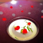 KAZAN - 赤と白のソースは洋梨とフランボワーズ!