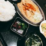 熊本馬肉横丁 - 定食842円は安いです!