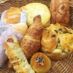 山のホテル ボン・ ロザージュ - プレーンな主食パンをはじめ、お惣菜パンやスイーツ系のパンなど、相模大野店や本厚木店で販売しております。