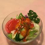 神戸ステーキハウス - ステーキに付くミニサラダ