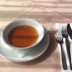 神戸ステーキハウス - ステーキに付くコンソメスープ