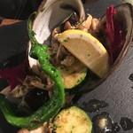 北寄貝と旬野菜の鉄板焼き アンチョビバター風味