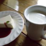 チーズハウス ヤルゴイ - 牧場のミルク