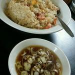 紅花 - カニチャーハンとセットスープ:700円