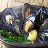 ムール貝の蒸し焼き スモーク香るクリームソース
