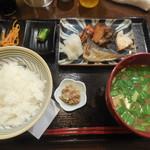 小料理 誠 - 焼魚盛り合わせ定食 ¥870-