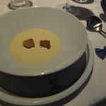 リストランティーノ ルベロ - お通しは群馬県産、恵味ゴールドの冷製スープ