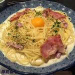 五右衛門 - 料理写真:  カマンベールチーズとカリカリベーコンのカルボナーラ1000円(税抜)