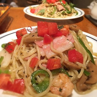 関谷スパゲティ - バジリコ塩 もちもち生麺 めっちゃ好きー。  しょうゆは焼きそばみたいw