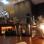 ピッツァ サルヴァトーレ クオモ 梅田 アンド ザ バー - 雰囲気ある店内
