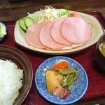 峰食堂 - 料理写真:ハムエッグ定食650円