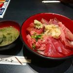 55732151 - マグロづくし丼