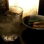居酒屋かまどか 多摩センター駅前店 - 芋焼酎「千亀女」とお通し「がんもとえんどう」