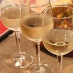 北の国バル - 白ワイン飲み比べ