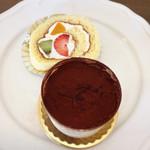 ケーキアンドカフェシャロン - フルーツロールケーキ&ティラミス