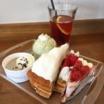 ケーキアンドカフェシャロン - 抹茶のムース(激旨!!)・レアチーズ・チェリーパイ・苺ミルフィーユ・黒ゴマプリン
