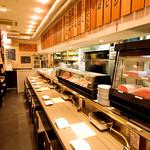 焼肉チャンピオン - 料理人たちにおすすめ部位を聞きながら注文したい方はカウンター席がベスト!