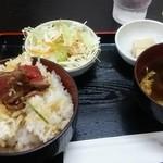 飛騨牛 まんぷく亭 - ゆにゅん氏からのおすそわけのお陰で一部ローストビーフ丼にw