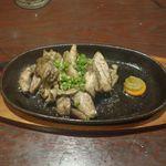 TORIEMON - 続いては地鶏のじどっこ焼きハーフサイズ880円を注文。