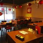 中国料理 季香園 - テーブル席、小上がり席ございます店内です。