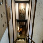 和院 - 地下1階が入り口です