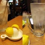 55752483 - 生搾りレモンサワー¥421/無理して作ってもらったチューハイ¥421