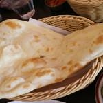 インド料理 チャダニー - ナンです