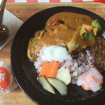 cafe HACHI - インド風カリー温泉卵付、ハンバーグのせ1200円