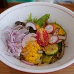 マンボ飯店 - マンボの芝麻彩菜涼麺(850円)