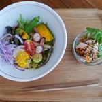マンボ飯店 - マンボの芝麻彩菜涼麺(850円)&純和鶏蒸鶏(花椒ソース)300円